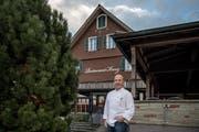 Der langjährige Wirt Hans-Peter Suter bleibt weiterhin im Emmer Restaurant Kreuz tätig. (Bild: Pius Amrein, 6. November 2018)