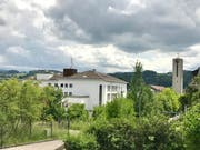 Nach 1995 und 2003 sind am Himmel über dem Flawiler Spital wiederum dunkle Wolken aufgezogen. Es droht einmal mehr die Schliesslung. (Archivbild: Andrea Häusler)