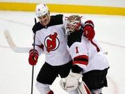 Der dreifache Torschütze Brian Boyle und Goalie Keith Kinkaid waren die Matchwinner der Devils (Bild: KEYSTONE/AP/GENE J. PUSKAR)