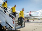 In Spanien gefordert: Die YB-Spieler Sekou Sanogo, Steve von Bergen und Miralem Sulejmani (v.l.) auf dem Flughafen Valencia (Bild: KEYSTONE/THOMAS HODEL)