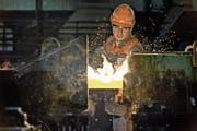 Einblick in die Produktion der Swiss Steel AG in Emmenbrücke. (Bild: Pius Amrein (6. Februar 2015))