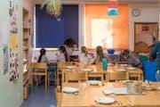 Mittagstisch in der Tagesbetreuung Heimat-Buchwald: Sollen Eltern künftig nur noch einen Unkostenbeitrag ans Essen zahlen? (Bild: Thomas Hary)