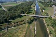 Die Thur ist bei der Murgmündung heute noch weitgehend kanalisiert.