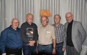 Präsident Toni Waser freute sich, dass vier der sieben Jubilare anwesend waren. Im Bild von links: Toni Waser, Hansruedi Küttel, Toni Huber, Arnold Furrer und Walter Gisler. (Bild: Georg Epp, Altdorf, 6. November 2018)