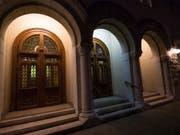 Eine besondere Beleuchtung - hier an der Synagoge in Lausanne - erinnert an die Reichspogromnacht vor 80 Jahren. (Bild: Keystone/ADRIEN PERRITAZ)