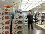 Verfälschte Energielabels: Die EU muss das Testverfahren zur Bestimmung der Energieeffizienz bei Staubsaugern nach einem Gerichtsurteil ändern. (Bild: KEYSTONE/ALESSANDRO DELLA BELLA)
