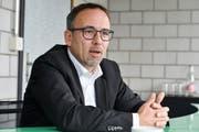 Thomas Bosshard ist einziger offizieller Kandidat für das Erler Gemeindepräsidium. (Bilder: Donato Caspari)