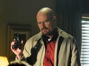 US-Schauspieler Bryan Cranston spielt den Chemielehrer und Drogenfabrikanten Walter White in der 2013 eingestellten Erfolgsserie «Breaking Bad.» (Szenenbild) (Bild: KEYSTONE/AP AMC/Ursula Coyote)