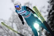 Simon Ammann beim letztjährigen Weltcup-Skispringen auf der Titlis-Schanze in Engelberg. (Bild: Gian Ehrenzeller/Keystone (17. Dezember 2017))