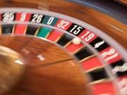 Das neue Geldspielgesetz tritt am 1. Januar in Kraft. Das hat der Bundesrat entschieden. Legale Online-Geldspiele können ab Juli angeboten werden. (Bild: KEYSTONE/GAETAN BALLY)