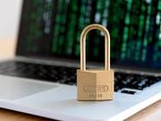 Die Melde- und Analysestelle Informationssicherung (Melani) hat vor der Mehrfachnutzung der selben Passwörter im Internet gewarnt. (Bild: KEYSTONE/NICK SOLAND)