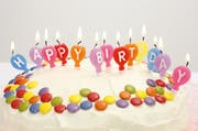 Ein Gericht in Holland muss entscheiden, ob ein 69-Jähriger seinen Geburtstag 20 Jahre nach vorne verlegen kann. (Bild: Keystone)
