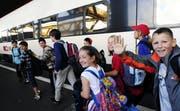 Zwischenhalt im Hauptbahnhof Zürich: Eine 4. Klasse aus Bischofszell auf ihrer Schulreise im Sommer 2009. (Bild: Keystone/Walter Bieri)