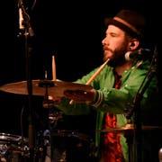 Der Nidwaldner Roli Würsch (37) wohnhaft in Altdorf spielt in verschiedenen Bands Schlagzeug. Hier mit Wiudä Bärg