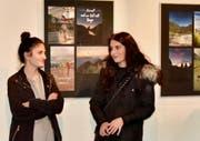 An der Vernissage im Fabriggli wurde über die gelungenen Bilder und Worte zum Thema Heimat diskutiert. (Bild: Heidy Beyeler)
