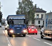 An der Eschliker Bahnhofstrasse verkehren jeden Tag zwischen 10'000 und 12'000 Fahrzeugen. (Bild: PD)