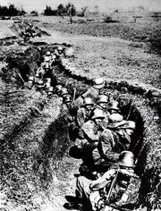 Deutsche Soldaten im Schützengraben 1917 an der Westfront in Frankreich. (Bild: Getty)