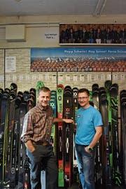 Der ehemalige Geschäftsleiter vom Intersport Metzger, Freddy Metzger (links) mit seinem Nachfolger Karl Hilty. (Bild: Flurina Lüchinger)