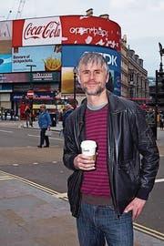 Der Luzerner und Wahl-Londoner Gabriel Felder (51) am Piccadilly Circus. (Bild: PD)