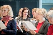 Kann ich das wirklich? Autorin Susanne Holz (Mitte) bei ihrer allererste Chorprobe im Konzertchor Klangwerk. (Bild: Nadia Schärli; Sempach, 3. November 2018)