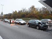 Einer der drei Auffahrunfälle, die sich am Morgen auf der Autobahn Luzern-Zug ereignet haben. (Bild: Luzerner Polizei)