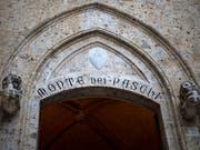 Einsparungen haben der ältesten Bank der Welt, Monte dei Paschi, zu einem Gewinn verholfen. (Bild: KEYSTONE/EPA/MATTIA SEDDA)