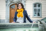 Setzt sich für Frauen ein: Nicole van Rooijen vor dem Weinfelder Rathaus. (Bild: Andrea Stalder)