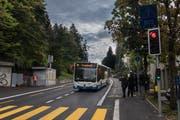 So einfach wie bei der Demonstration im September ist das Überholmanöver auf der Spitalstrasse in Luzern während der Stosszeit nicht. (Bild: Boris Bürgisser, 6. September 2018)
