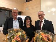 FDP-Kantonalpräsidentin Monika Bodenmann mit Paul Signer und Dölf Biasotto. Beide Regierungsräte wurden von ihrer Partei zur Wiederwahl nominiert. (Bild: PD)