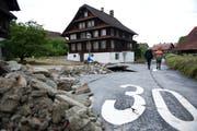 Das Unwetter vom Juni 2015 verursachte im Quartier Dörfli in Dierikon grosse Schäden. Bild: Corinne Glanzmann (8. Juni 2015)