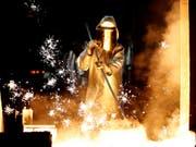 Der Stahlkonzern ThyssenKrupp erleidet einen Gewinneinbruch. (Bild: KEYSTONE/EPA/FRIEDEMANN VOGEL)