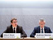 SVP-Präsident Albert Rösti (BE) und SVP-Nationalrat Andreas Glarner (AG) an einer Medienkonferenz gegen den Uno-Migrationspakt. Skepsis gibt es auch in den Reihen der FDP und CVP. (Bild: KEYSTONE/ANTHONY ANEX)