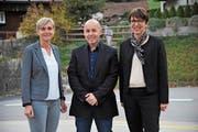 Präsident Karl Walker mit den neuen Vorstandsmitgliedern Daniela Planzer-Nauer (links) und Luzia Gisler. (Bild: Urs Hanhart (Wassen, 9. November 2018))