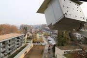 Die Webcam auf dem Kirchturm fotografiert auch nach dem Einzug von Bewohnern das Geschehen beim Seehof. (Bild: Sandro Büchler)