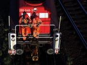 In Basel ist es in der Nacht auf Freitag zu einem tödlichen Unfall mit einer Rangierlokomotive gekommen. (Bild: KEYSTONE/AP dapd/Axel Heimken)