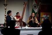 Vier indische Musikanten bringen viel Exotik ins Verkehrshaus. Bild: Corinne Glanzmann (Luzern, 9. November 2018)