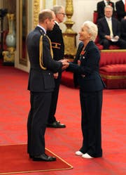 Emma Thompson wurde von Prinz William zur «Dame Commander of the British Empire» (Jonathan Brady/PA via AP)