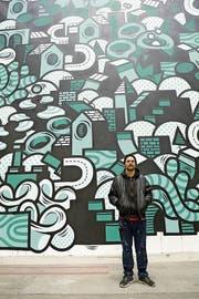 Der St.Galler Dominik Rüegg ist Drü Egg: An der Jungkunst in Winterthur Ende Oktober realisierte der gelernte Trickfilmzeichner seine bisher grösste Wandillustration. (Bild: Dominik Ruegg)