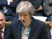 Die britische Premierministerin Theresa May hat am Montag in London die Abstimmung über das Brexit-Abkommen im britischen Parlament auf unbestimmt verschoben. (Bild: KEYSTONE/AP PA/PARBUL)