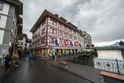 Anstelle des Modegeschäfts Schild zieht bald der Maxi Bazar ein. (Bild: Dominik Wunderli (Luzern, 12. Mai 2017))