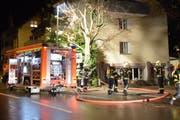 Mehrere Dutzend Feuerwehrleute standen im Einsatz. (Bild: Mario Testa)