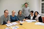 Integrationskommission: Kornel Stöckli, Gemeinderätin Yvonne Leuppi (Leiterin), Suzanne Strebel, Martin Schneider, Melanie Chastagnol, Zejnepe Qerimi (von links). (Bild: Andrea Weibel)