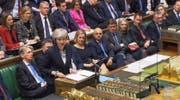 Premierministerin Theresa May bei ihrer Ankündigung, die Brexit-Abstimmung im Unterhaus zu verschieben. (Bild: AP (London, 10. Dezember 2018))