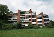 Die Hausnummer 8 der Alpenblicküberbauung (links im Bild) hätte als erstes einem Neubau weichen sollen. (Bild: Stefan Kaiser)