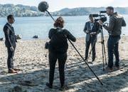 Der Basler Regisseur Reinhard Manz (zweiter von rechts) bei Filmaufnahmen für den Dokfilm «Kopf oder Zahl». (Bild: PD/Verein «Luzern - der Film»)