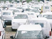 Rückläufige Verkäufe: Im November wurden in der Schweiz 7,3 Prozent weniger neue Fahrzeugen in Verkehr gesetzt als im Jahr zuvor. (Bild: KEYSTONE/CHRISTIAN BEUTLER)