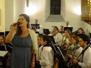 Die Schwester des Dirigenten, Bettina Steinbrunner, sang berührende Töne. (Bild: PD)