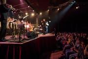 Das Publikum ist begeistert von der Kombination aus Gospel und Pop. (Bild: Nadia Schärli (Luzern, 9. Dezember 2018))