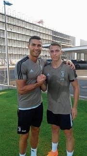 Cendrim Kameraj (rechts) ist beeindruckt vom Auftreten des Superstars Cristiano Ronaldo. (Bild: PD)