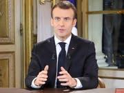 Frankreichs Präsident Emmanuel Macron hat in einer Fernsehansprache gegenüber der Protestbewegung der «Gelbwesten» Zugeständnisse angekündigt. EPA/LUDOVIC MARIN / POOL MAXPPP OUT (Bild: KEYSTONE/EPA AFP POOL/LUDOVIC MARIN / POOL)